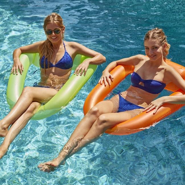 Deux siéges Pool pod